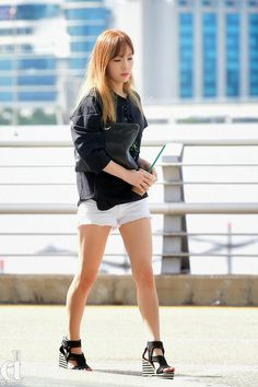 SNSD Taeyeon Airport Fashion 2014      소녀시대 태연 공항패션                                                                              ...