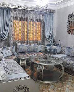 Publication Instagram par IjLaL Sordo • 20 Oct. 2018 à 8 :43 UTC Living Room Sofa, Living Room Decor, Draps Design, Sofa Design, Interior Design, Arabic Decor, Curtain Designs, Salon Design, Home Decor Furniture