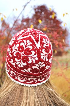 A hat for both process and product knitters. This is so lovely.    ...Edith the hat, by Johanne Landin...