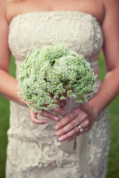 Queen Anne's lace bouquet for an easy spring wedding