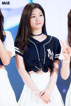 Best 15 Photos that Prove DIA's Jung ChaeYeon is a Goddess Pretty Korean Girls, Beautiful Asian Girls, South Korean Girls, Korean Girl Groups, Jung Chaeyeon, Jeon Somi, Tumblr Girls, Sweet Girls, Ulzzang Girl