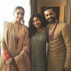 Here's the first picture of the couple post the wedding. @sonamkapoor @anandahuja #SonamKiShaadi #EverydayPhenomenal Celebrity Wedding Photos, Celebrity Couples, Celebrity Weddings, Bollywood Stars, Bollywood Fashion, Oriental Fashion, Indian Fashion, Sonam Kapoor Wedding, Veere Di Wedding