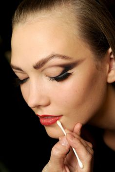 #KarlieKloss gets #makeup, backstage...