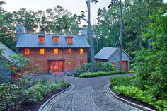 How to Give Your Driveway and Front Walk More Curb Appeal. Driveway Design, Driveway Landscaping, Landscaping Ideas, Driveway Pavers, Asphalt Driveway, Driveway Ideas, Design Rustique, Barn Renovation, Dream House Exterior