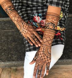 Bridal Henna Mehndi Designs for Full Hands Modern Mehndi Designs, Mehndi Design Photos, Wedding Mehndi Designs, Dulhan Mehndi Designs, Latest Mehndi Designs, Mehndi Tattoo, Henna Mehndi, Bridal Mehndi, Henna Art