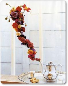Tea pot Mad Hatter Party, Mad Hatter Tea, Mad Hatters, Photocollage, Festa Party, Alice In Wonderland Party, Arte Floral, Floral Arrangements, Flower Arrangement