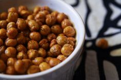 Delicious, flavorful, and easy oven roasted chickpeas (garbanzo beans)  #recipes #chickpeas #snacks