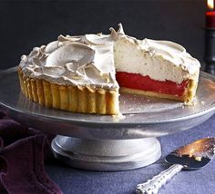 Cranberry & Orange Meringue Pie - The creamy, citrus filling in this pie contrasts wonderfully with the sweet, fluffy meringue - a sure-fire showstopper Bbc Good Food Recipes, Baking Recipes, Dessert Recipes, Pie Dessert, Baking Ideas, Dinner Recipes, Lemon Meringue Pie, Meringue Cookies, Cranberry Recipes