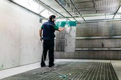 Dentro la cabina, nel nostro reparto di verniciatura interno.   #verniciatura #arredonegozi #metalli    Inside the cabin, in the painting department of our factory.  #painting #stainlesssteel #retail #furniture