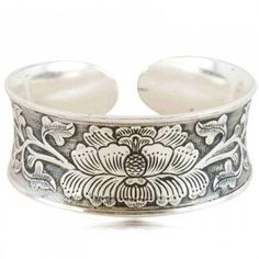 Bracelet tibétain avec un lotus, Kubu (bijoux ethniques) Forme bracelet Creuse…