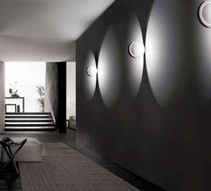 Die Cini & Nils Assolo Wandleuchte / Deckenleuchte als stylische und zugleich helle Wandleuchte mit 16W LED.Die Cini & Nils Assolo Wandleuchte / Deckenleuchte wurde 2012 von Luta Bettonica entworfen. Im eingeschaltetem Zustand zaubert...