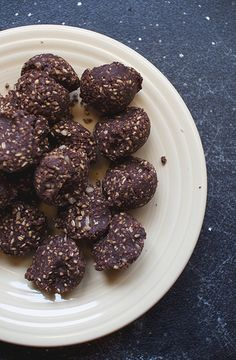 Energy bites      1 cup steel cut oats     1/2 cup walnuts     1/3 cup unsweetened coconut flakes     1/2 cup natural almond butter     1/4 cup maple syrup     1/4 cup cocoa powder Blend in food processor, form balls, keep in fridge