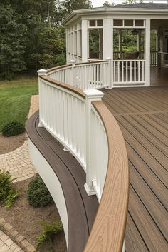 Don't forget the details when designing your #deck! Whether you're looking for a curved design or prefer to keep it straight and simple, a Trex railing adds the perfect finishing touch to your outdoor space.