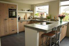 Superblij met onze nieuwe keuken #beton #gietvloer #bar #industrieel