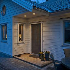 belysning entre - Sök på Google Front Entrances, Garage Doors, Exterior, Google, Outdoor Decor, Houses, Instagram, Home Decor, Architecture