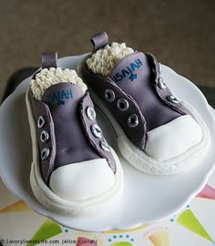 Lol this should have been isaiahs first cake--> Really A Shoe Cake? What an outstanding job with fondant, edible silver paint and buttercream! Check out the recipe. Converse Cake, Converse Sneakers, Cheap Converse, Baby Converse, Shoe Cakes, Cupcake Cakes, Purse Cakes, Beautiful Cakes, Amazing Cakes