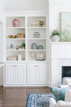 Creative and Modern Ideas Can Change Your Life: Home Decor For Small Spaces Cars retro home decor wood walls.Traditional Home Decor Curtains hippie home decor living room.Home Decor Inspiration Free Printables. Built In Shelves Living Room, Interior, Home, Shelf Decor Living Room, Living Room Shelves, House Interior, Decor Essentials, Living Decor, Bookcase Decor