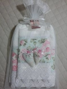 Bathroom Towel Decor, Bathroom Crafts, Gift Baskets For Women, Towel Crafts, Kitchen Hand Towels, Towel Wrap, Decorative Towels, Baby Sewing Projects, Linens And Lace