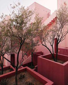 Ricardo Bofill - La Muralla Roja (1973 - Calpe, Spain)