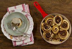 Rolinhos de canela | Receita Panelinha:  Inspirada no cinnamon rolls, essa receita transforma uma simples massa de pizza numa perfumada opção para o chá da tarde.