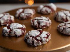 Get Red Velvet Crinkle Cookies Recipe from Food Network Christmas Sweets, Christmas Eve, Christmas Recipes, Holiday Foods, Holiday Treats, Christmas Candy, Christmas Ideas, Holiday Recipes, Cookie Swap
