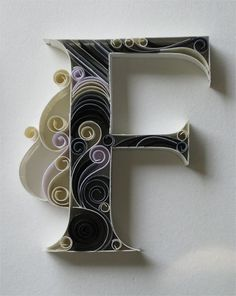 Paper quilling letters is one of the best way to use quilling ideas to make beautiful letters and patterns.Sabeena Karnik paper quilling is popular. Arte Quilling, Quilling Letters, Paper Quilling Designs, Quilling Paper Craft, Quilling Cards, Paper Crafts, Quilling Ideas, Paper Letters, Quilling Tutorial