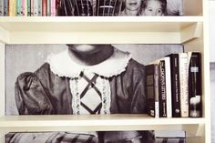 Family photo bookshelves / Get started on liberating your interior design at Decoraid (decoraid.com)
