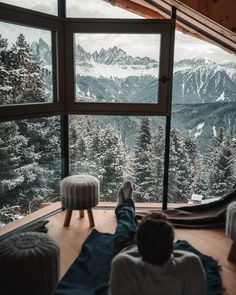 Sitting in an amazing and cozy lodge looking out over the Alps. Would you love … Sitting in an amazing and cozy lodge looking out over the Alps.
