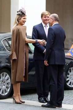 (C) King Willem-Alexander and Queen Maxima of the Netherlands greet Italian Prime Minister Enrico Letta as they arrive at Palazzo Chigi on 23.01.14 in Rome, Italy.