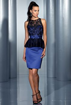 Isabel de Mestre - Evenings Abendkleider Kollektion 2015 (Art.14E 052): Kurzes, eng geschnittenes Abendkleid mit Spitze in Blau und Schwarz.