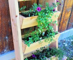 Diy trough style vertical garden that is constructed to lean against a vertical surface Vertical Garden Planters, Vertical Garden Design, Fence Planters, Diy Planters, Planter Boxes, Balcony Gardening, Fall Planters, Vertical Gardens, Outdoor Planters