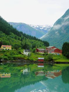 Postcards from Norway: Impressions of the fjords | via @eurotravelogue