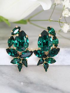 Emerald Earrings, Emerald Swarovski Cluster Earrings, Bridal Emerald Earrings, Bridesmaids Earrings, Emerald Crystal Earrings, Gift for her Dazzling Cluster Crystal earrings feature a Marquise Pear cut shape crystals set on a secure prong settings. The perfect shade for cocktail parties or