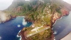 A pista de pouso do aeroporto Juancho E. Yrausquin, na ilha caribenha de Saba, é…