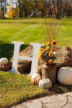 rustic fall wedding decor…