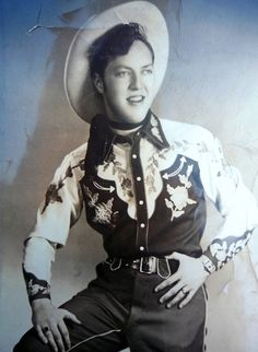 A very young Bill Haley in western wear Old Country Music, Country Music Stars, Country Singers, Vintage Western Wear, Vintage Country, Western Style, Cowboy Outfits, Western Outfits, Bill Haley