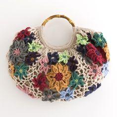 crochet bag Love Crochet, Crochet Gifts, Diy Crochet, Crochet Purses, Crochet Bags, Ethnic Bag, Diy Bags Purses, Yarn Bag, Crochet Flower Patterns