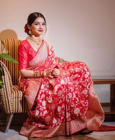 red color banasari saree for amazing looks Bengali Saree, Bengali Bride, Indian Sarees, Bengali Wedding, Ethnic Sarees, Desi Wedding, Wedding Attire, Wedding Bride, Pakistani