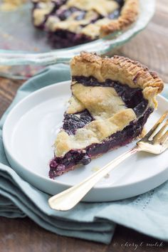 Blueberry Pie [Vegan] - make use of in season blueberries with a classic blueberry pie. Simple, sweet, a bit rustic, and totally vegan!