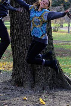 DIY-Fashion: Sweater mit Elementen Afrikanischen Wax Print Stoffes. Die farbenfrohen Stoffe verleihen Freude und Lebensenergie. Ethical Fashion, German, Blouse, Long Sleeve, Sleeves, Diy, Inspiration, Tops, Women