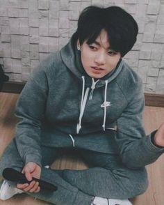 jungkook owns this look @BTS_twtpic.twitter.com/ztcK0eRTkm