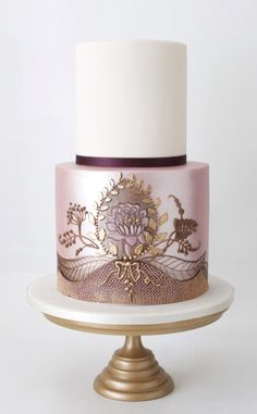 Featured Wedding Cake: Faye Cahill Cake Design; www.fayecahill.com.au; Wedding cake idea.