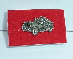 precioso pin  de un coche antiguo, gran detalle y acabado