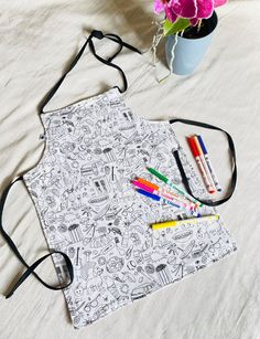 Create your own apron , Dynamic pattern apron , 2 in 1 apron , double sided apron , DIY apron with fabric markers , Colouring Apron for kids Diy Gifts For Kids, Crafts For Girls, Christmas Gifts For Kids, Diy For Girls, Handmade Shop, Handmade Items, Apron Diy, Princess Aprons, Customizable Shirts
