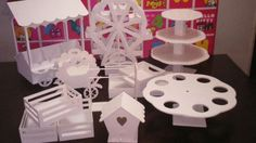 Discover thousands of images about combo candy bar, vuelta al mundo, kiosco bar, porta cupcakes Candy Table, Candy Buffet, Candy Car, Candy Stand, Cake And Cupcake Stand, Ideas Para Fiestas, Diy Décoration, Fiesta Party, Candy Shop