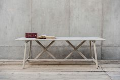 Dennenhouten eettafel met X-frame - Gebaseerd op een model van ca 1900 - 'The table' - Solid pine dining table - Based on a model from the - Find Furniture, Office Furniture, Pine Dining Table, Casual Dining Rooms, Home Office, Office Spaces, Industrial Style, Entryway Tables, Living Spaces