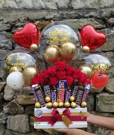Balloon Crafts, Balloon Gift, Balloon Decorations Party, Valentines Day Decorations, Birthday Bouquet, Diy Birthday, Candy Bouquet, Balloon Bouquet, Balloon Backdrop