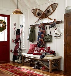 Ideas for Decorating a Family Room with Rustic Cabin Style Décor Ski, Diy Interior, Interior Design, Chalet Interior, Interior Livingroom, Ski Lodge Decor, Rustic Lodge Decor, Modern Cabin Decor, Cabin In The Woods