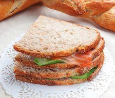 Μικρά σάντουιτς για τσάι με σολωμό Tea Party, Sandwiches, Recipes, Food, Summer, Summer Recipes, Rezepte, Meals, Ripped Recipes