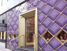 Jewelry News Network: Fabergé Opens Boutique in London Boutique Jewelry Display, Jewelry Store Design, Jewellery Display, Jewelry Stores, Jewelry Shop, Faberge Jewelry, Faberge Eggs, Shop Fronts, Jewelry Armoire